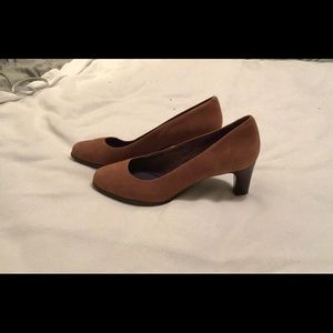 Rockport suede pump size 8